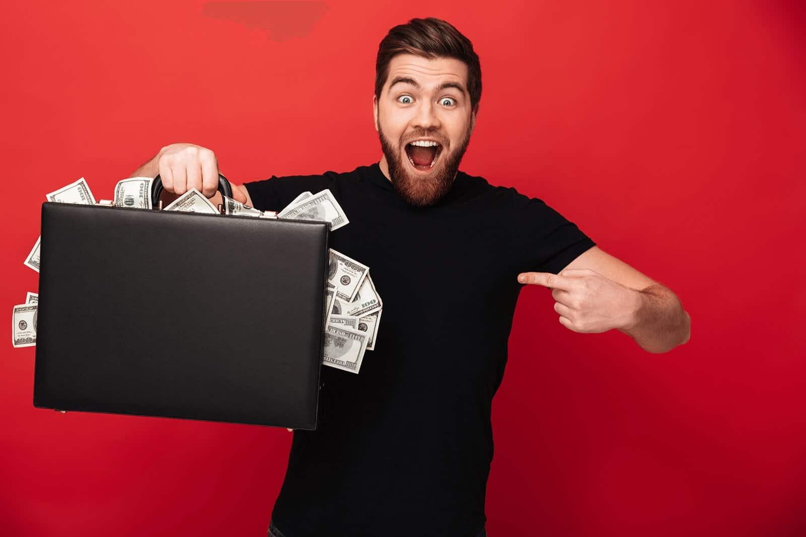Mann mit Geldkoffer Sofortkredit auf MONETOS